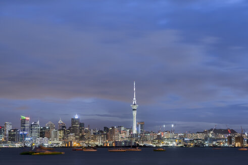New Zealand, North Island, Auckland, Auckland skyline at dusk - MKFF00391