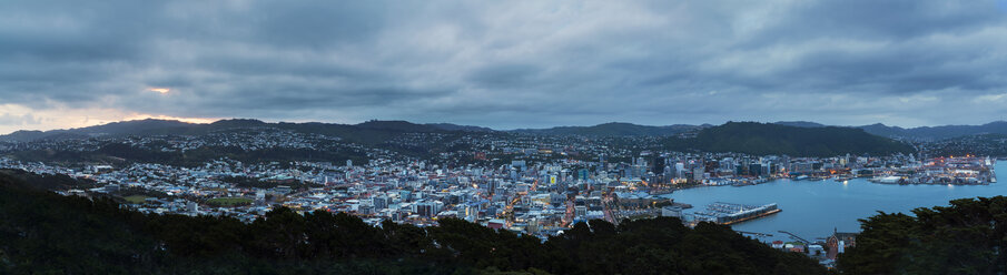 New Zealand, North Island, Wellington, Harbour, Panoramic view in the evening - MKFF00436