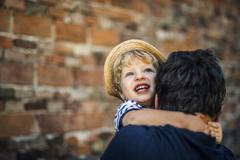 Portrait of happy toddler on his father's arms - HAPF02723