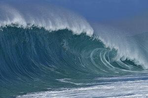USA, Hawaii, Oahu, Pacific Ocean, Big dramatic wave - RUEF01963