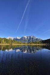 Germany, Bavarian Alps, Bavaria, Upper Bavaria, Werdenfelser Land, Karwendel Mountains, Mittenwald, lake Luttensee with Karwendel Mountains - RUEF02011