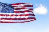 USA, Seattle, US-american flag - MMAF00561