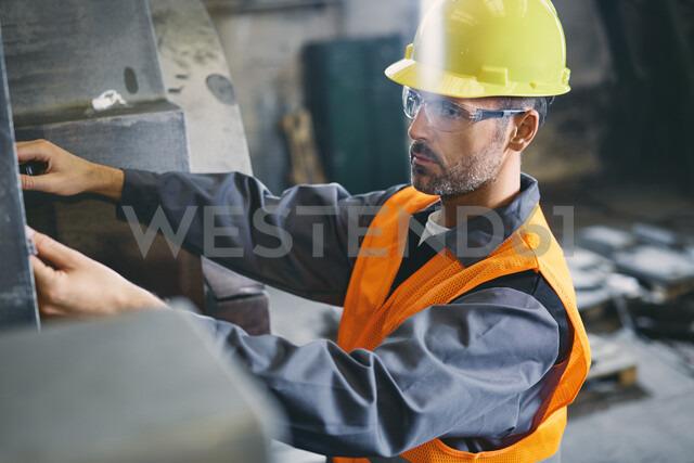 Man wearing protective workwear working in factory - BSZF00629 - Bartek Szewczyk/Westend61