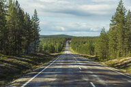 Finland, Lapland, empty country road - KKAF02162