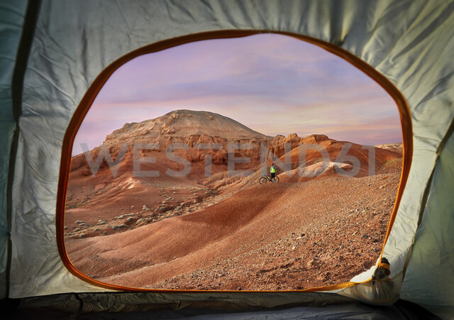 Mid distance view of hiker at desert seen through tent during sunset - CAVF49089 - Cavan Images/Westend61