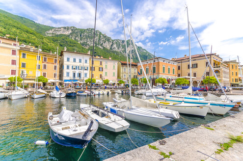 Italy, Lombardy, Gargano, Lake Garda, Harbour - MHF00481