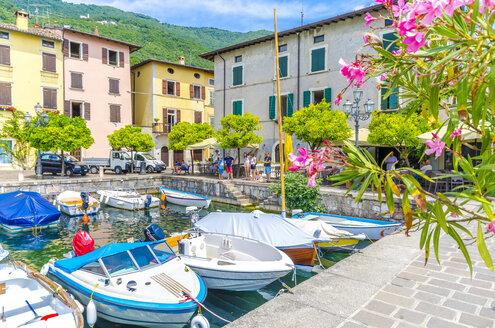 Italy, Lombardy, Gargano, Lake Garda, Harbour - MH00484
