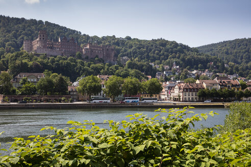 Germany, Baden-Wuerttemberg, Heidelberg, Neckar river, City view and Heidelberg Castle - WIF03630