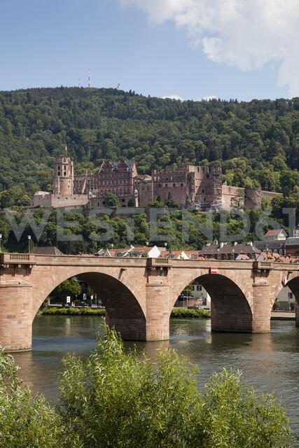 Germany, Baden-Wuerttemberg, Heidelberg, Neckar, Charles-Theodore-Bridge and Heidelberg Castle - WIF03639