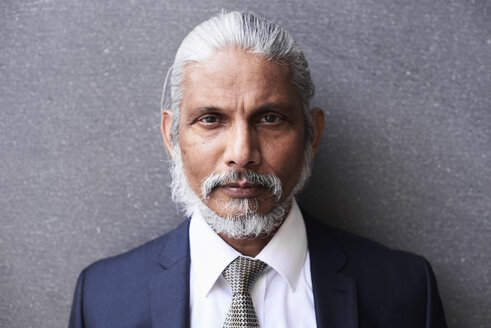 Portrait of senior businessman with grey hair and beard - IGGF00623