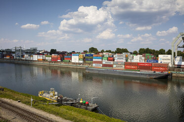 Germany, Baden-Wuerttemberg, Mannheim, Muehlauhafen, Container terminal - WIF03649