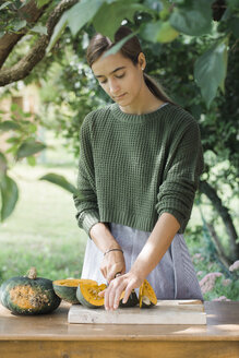 Young woman cutting pumpkin for preparing gnocchis - ALBF00613