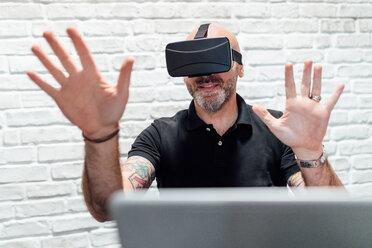 Man wearing virtual reality headset - CUF45293