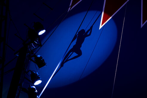 Circus, aerial rope, shadow of girl, artist, climbing - HAMF00403