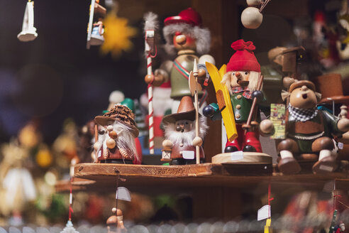 Germany, wood figurines for sale on Christmas market - MMA00630