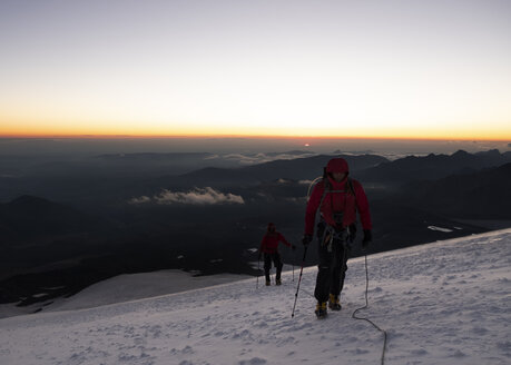 Russia, Upper Baksan Valley, Caucasus, Mountaineer ascending Mount Elbrus - ALRF01291