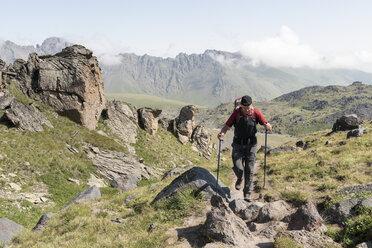 Russia, Caucasus, Mountaineer hiking in Upper Baksan Valley - ALRF01318