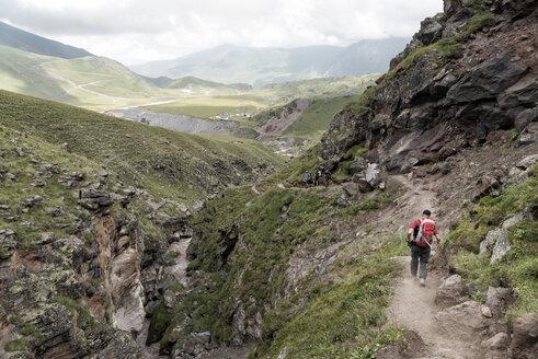 Russia, Caucasus, Mountaineers hiking in Upper Baksan Valley - ALRF01327