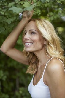 Portrait of smiling blond woman outdoors - PNEF01031