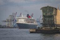 Germany, Hamburg, Altona, Port of Hamburg, Queen Mary 2 - KEB00964