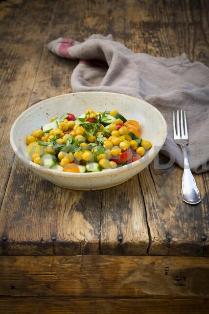 Chick pea salad with curcuma, roasted chick pea, cucumber, tomato and parsley - LVF07472