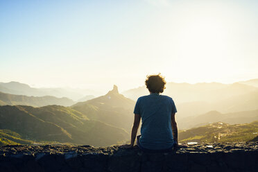Spain, Canary Islands, Gran Canaria, back view of man watching mountain landscape - KIJF02062