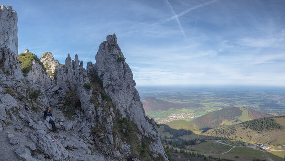Germany, Upper Bavaria, Aschau, female hiker sitting on viewpoint of Kampenwand - HAMF00512