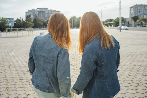 Redheaded twins in the city - VPIF00944
