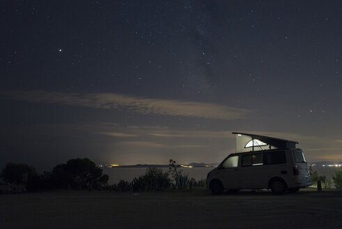 Spain, Catalonia, Costa Brava, Barcelona, camper at night, milky way - SKCF00536