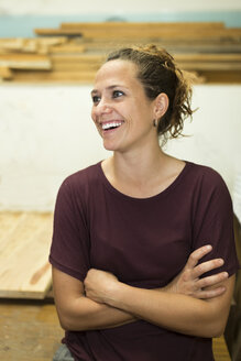 Portrait of happy craftswoman in her workshop - JPTF00045