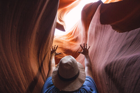 USA, Arizona, tourist in Lower Antilope Canyon - KKAF02563