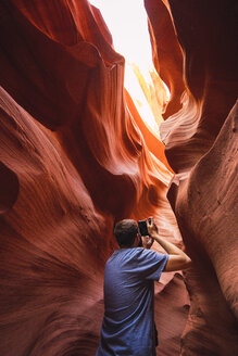 USA, Arizona, Lower Antilope Canyon, tourist photographing - KKAF02566