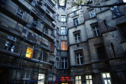 Prenzlauer Berg apartments with scaffolding - INGF02940