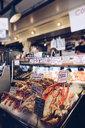 Selling seafood - INGF03003