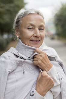 Portrait of smiling senior woman wearing a coat - VGF00068