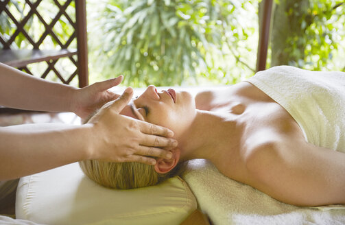 Young woman receiving massage in Ko Samui, Thailand - LUXF01635