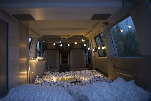 Bed inside of a camper - SKCF00557