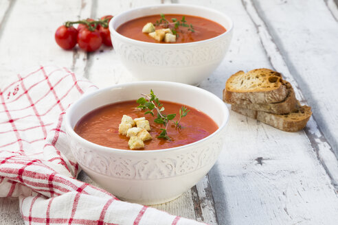 Mediterran tomato soup with roasted bread, croutons and thyme - LVF07497