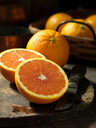 Whole and half oranges - CUF46390