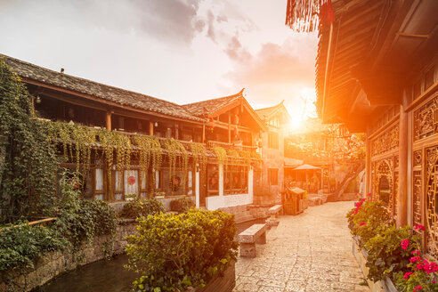 Old town of Lijiang at sunrise, Yunnan, China - CUF46432