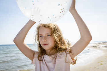 Girl holding a balloon at the beach - OJF00286