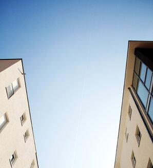 Looking up between buildings - INGF04064