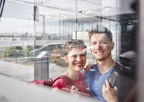 Portrait of smiling couple at the airport - RHF02213
