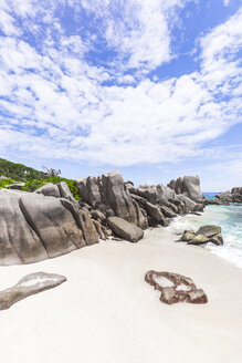 Seychelles, La Digue, Anse Marron with granite rocks - MMAF00691