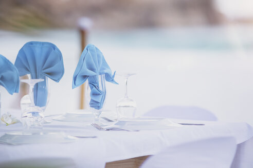 Seychelles, La Digue, Grand Anse, laid table for a wedding - MMAF00694
