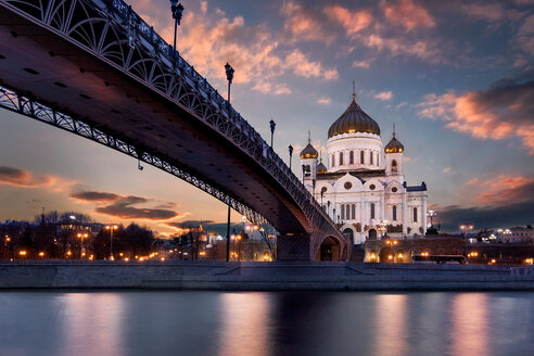 Patriarshy Bridge and Cathedral of Christ the Redeemer in Moscow - LUXF02147