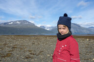 Norway, girl wearing bobble hat and red jacket at the beach, Lyngen fjord - PSIF00136
