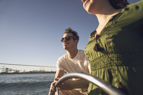 Couple sailing on a sunny day - TGBF01294