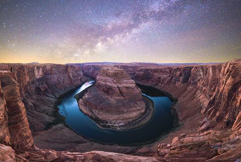 USA, Arizona, Bendhorse shoe, starry sky - KKAF02863