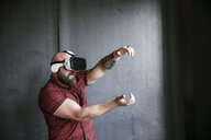 Bearded man wearing VR glasses - REAF00466